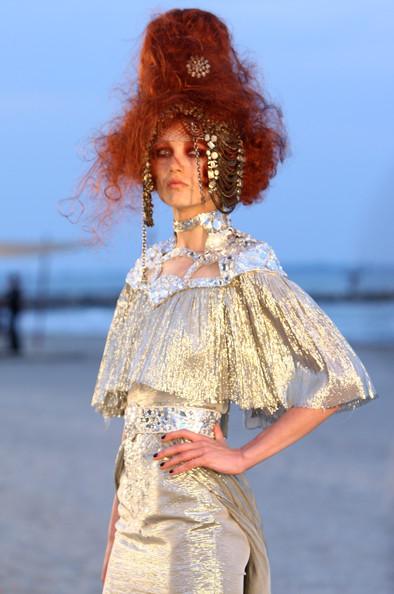 Chanel+Cruise+2010+Fashion+Show+aEHvg7EWUVOl