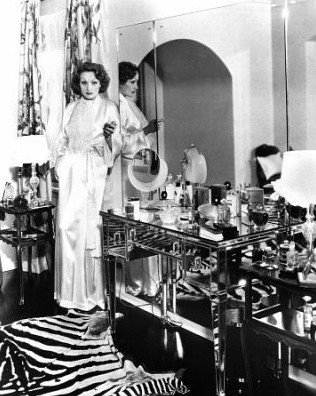 Marlene_Detrich_-_Old_Hollywood_Glamour_Vanity_-_mirrored_van1
