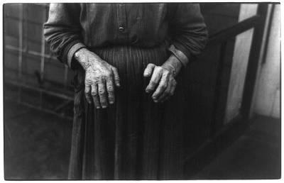 FSArussellleehandsoffarmwoman1936